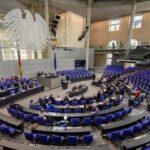 Για πρώτη φορά στην ιστορία της Bundestag μειώνονται οι βουλευτικές αποζημιώσεις