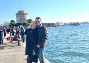 Ελένη Μενεγάκη: Ο σύζυγός της Μάκης Παντζόπουλος με φόντο τον Θερμαϊκό!