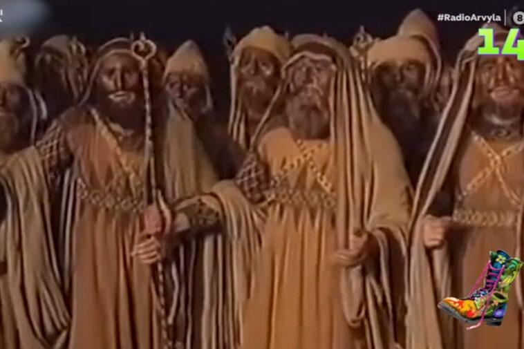 radio-arvyla:-oi-archaioi…-ellinares,-to-epanastatiko-tsifteteli-tis-thessalonikis-kai-ta-neogila-dontia-tou-giorgou-karamerou