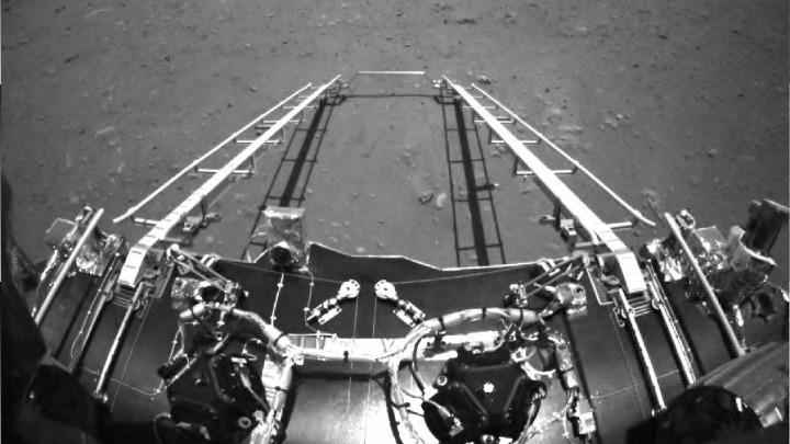 Το κινεζικό ρόβερ κινήθηκε για πρώτη φορά πάνω στην επιφάνεια του Άρη