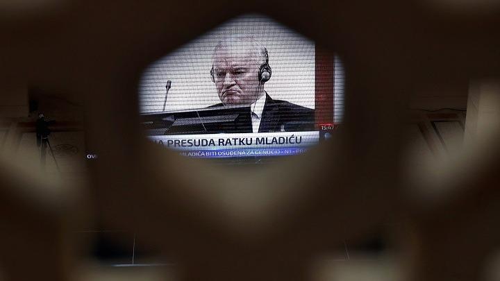 Η απόφαση για τον Ράτκο Μλάντιτς θα συμβάλλει στη θεραπεία εκείνων που υπέφεραν, τονίζουν Ζ. Μπορέλ και Ό. Βάρχελι